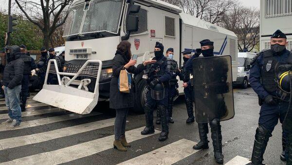 Полицейские во время демонстрации против законопроекта о глобальной безопасности (12 декабря 2020). Париж - Sputnik Արմենիա