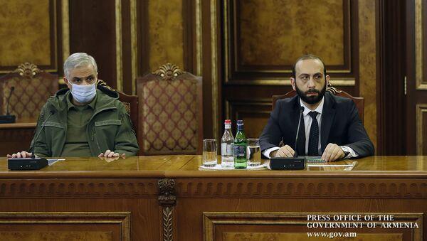 Вице-премьер Мгер Григорян и спикер Парламента Арарат Мирзоян на экстренном заседании (13 декабря 2020). Еревaн - Sputnik Արմենիա