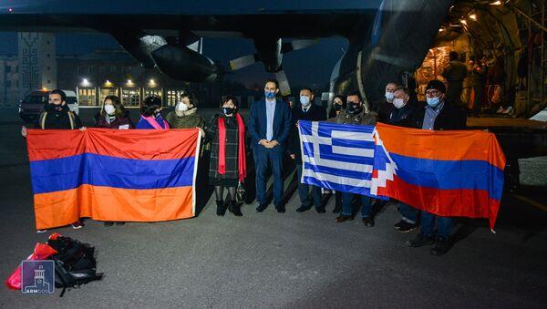 Гуманитарный груз из Греции для пострадавших жителей Карабаха прибыл в Армению (14 декабря 2020). Еревaн - Sputnik Армения