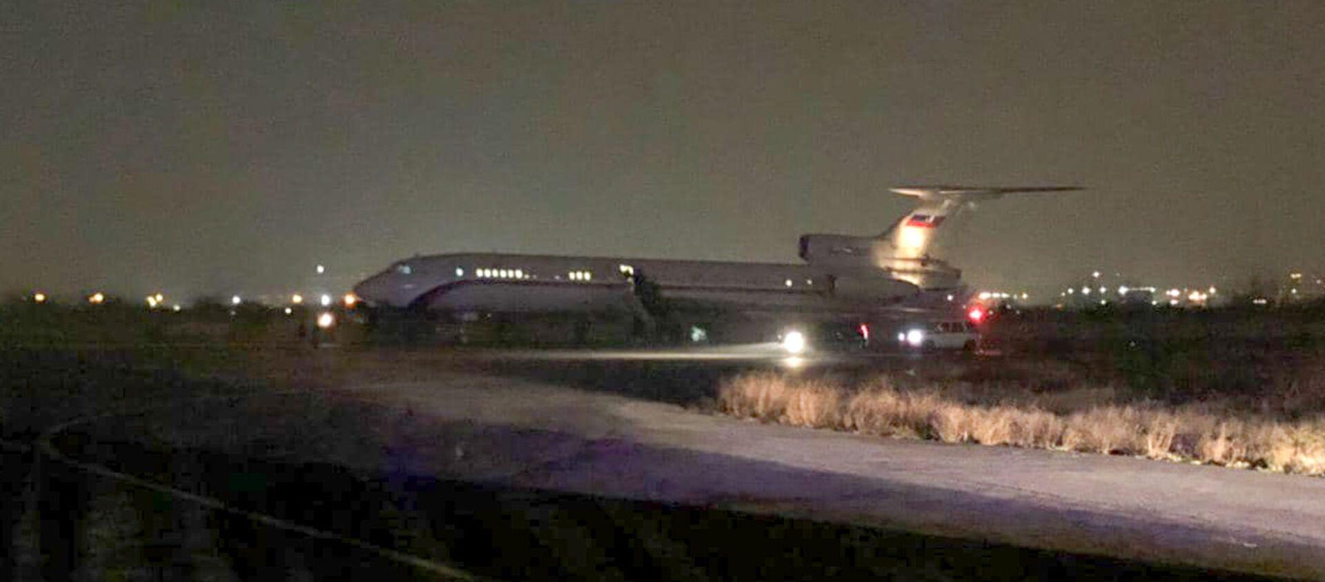 Самолет с пленными на борту приземлился в аэропорту Эребуни (14 декабря 2020). Еревaн - Sputnik Армения, 1920, 28.05.2021