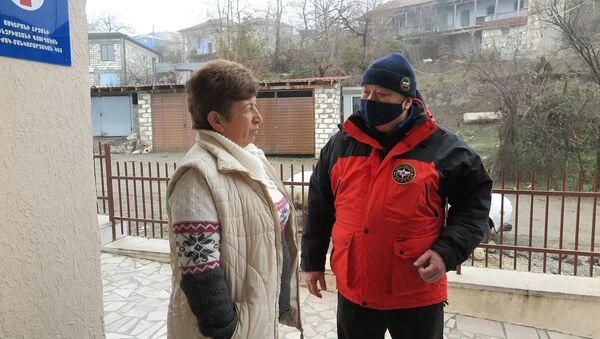 Специалисты МЧС России в НКР продолжают оказывать помощь жителям - Sputnik Армения