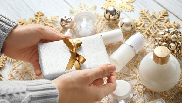 5 рождественских бьюти-новинок, которые вам необходимы в декабре - Sputnik Армения
