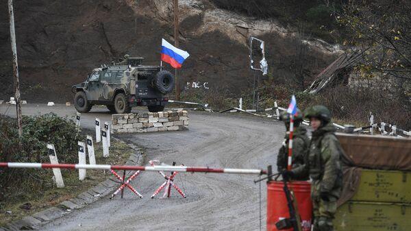 Блокпост российских миротворческих сил в Лачинском коридоре - Sputnik Армения