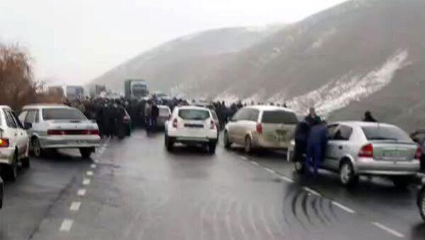Жители Ширака перекрыли дорогу Гюмри-Бавра, ведущую к армяно-грузинской границе. - Sputnik Արմենիա