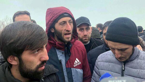 Освободившиеся из окружения жители Ширака рассказывают подробности своего освобождения (16 декабря 2020). Село Азатан - Sputnik Արմենիա