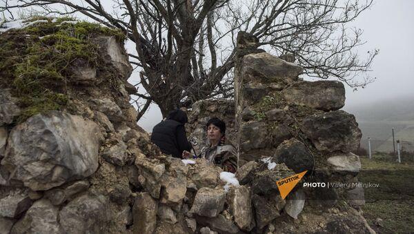 Женщины в селе Тагавард Мартунинского района (16 декабря 2020). Карабах - Sputnik Армения