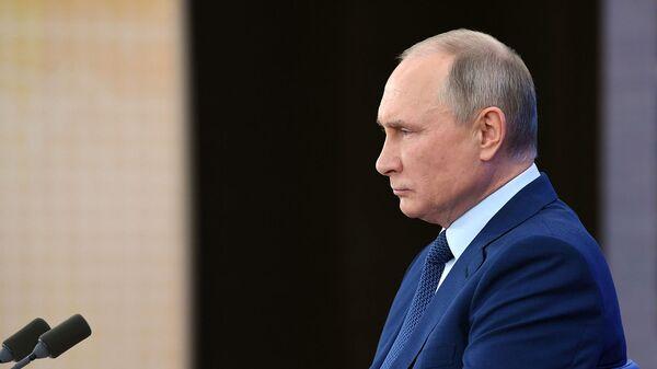Президент России Владимир Путин во время ежегодной пресс-конференции в режиме видеоконференции (17 декабря 2020). Москвa - Sputnik Армения