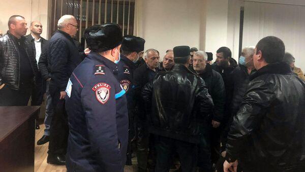 Родственники пропавших без вести добровольцев войны в Карабахе встретились с губернатором Ширака (17 декабря 2020). Гюмри - Sputnik Армения