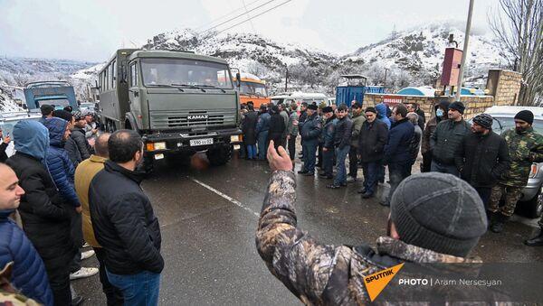 Жители Сюника перекрыли дорогу Горис-Мегри (18 декабря 2020). Сюник - Sputnik Արմենիա