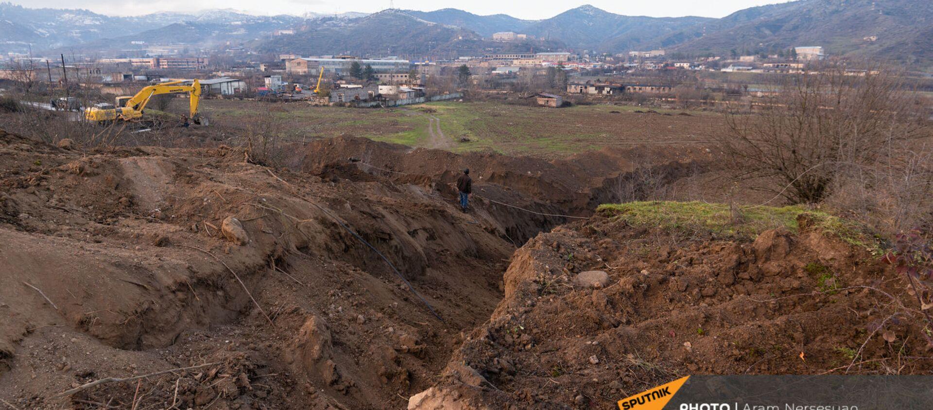 Экскаватор роет пограничную линию с Азербайджаном (18 декабря 2020). Капан - Sputnik Армения, 1920, 04.03.2021