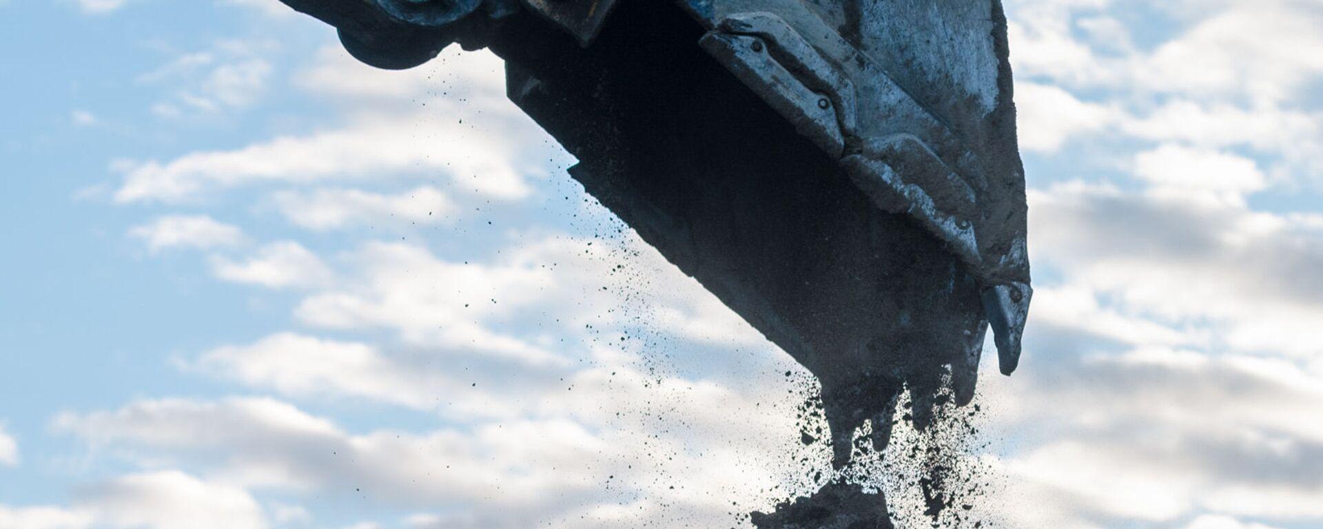 Экскаватор роет пограничную линию с Азербайджаном (18 декабря 2020). Капан - Sputnik Армения, 1920, 18.09.2021