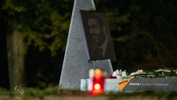 Армянская оппозиция проводит факельное шествие к военному пантеону Ераблур (18 декабря 2020). Еревaн - Sputnik Армения