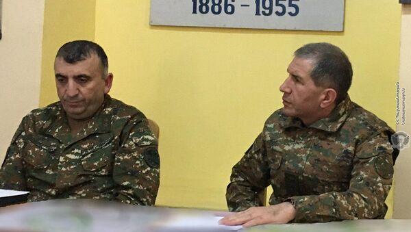 Начальник Генерального штаба ВС РА генерал-полковник Оник Гаспарян (справа) с рабочим визитом посетил Сюникскую область (19 декабря 2020). - Sputnik Արմենիա