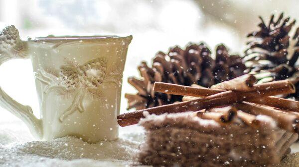 Чашка кофе и тортик с корицей  - Sputnik Արմենիա