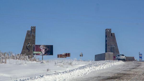 Ворота на границе Сюникской и Вайоцдзорской областей Армении - Sputnik Армения