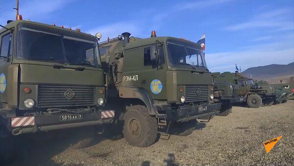 Полевой автопарк для военной и спецтехники в селе Иванян, Карабах - Sputnik Армения