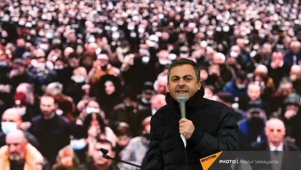 Глава партии Дашнакцутюн Ишхан Сагателян выступает на митинге оппозиции (22 декабря 2020). Еревaн - Sputnik Արմենիա