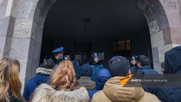 Полиция на митинге оппозиции (22 декабря 2020). Еревaн - Sputnik Армения