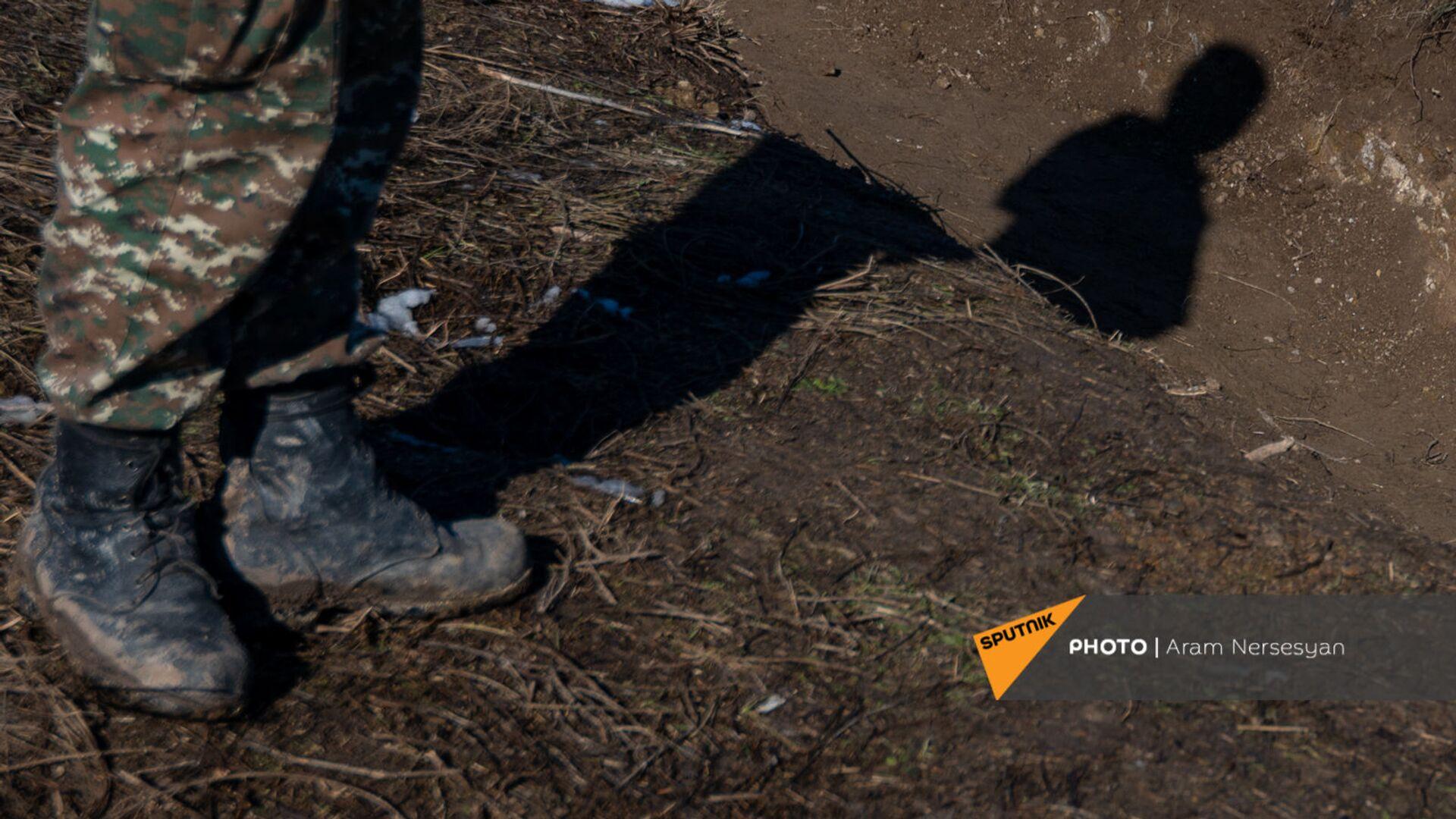 Армянские военнослужащие на одной из позиций близ села Давид Бек в Сюникской области Армении - Sputnik Արմենիա, 1920, 13.05.2021