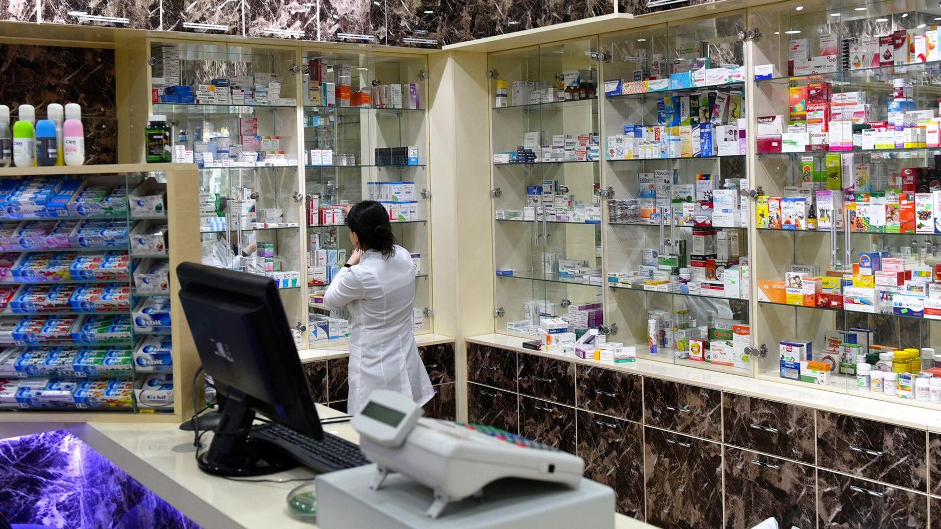 Фармацевт в аптеке - Sputnik Արմենիա, 1920, 05.03.2021