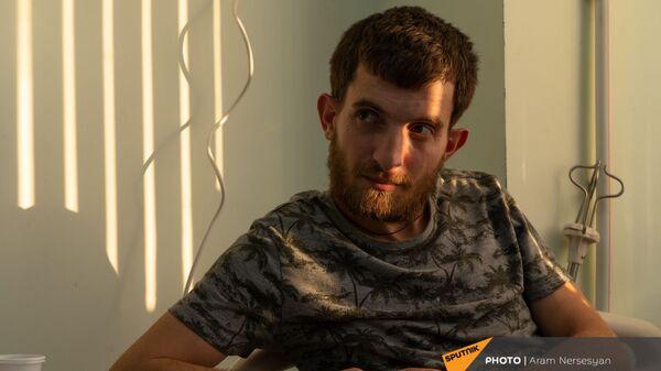 Доброволец Гор Бабаян в центральном клиническом военном госпитале - Sputnik Արմենիա