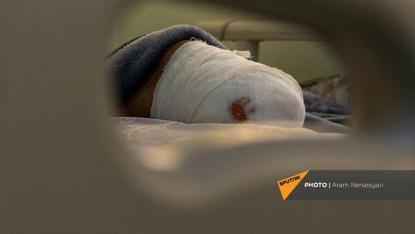 Доброволец Гор Бабаян в центральном клиническом военном госпитале - Sputnik Армения