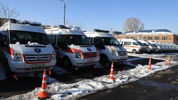 Министр здравоохранения Арсен Торосян посетил Национальный Ожоговый центр, где дислоцированы недавно приобретенные автомобили скорой помощи (26 декабря 2020). Еревaн - Sputnik Արմենիա