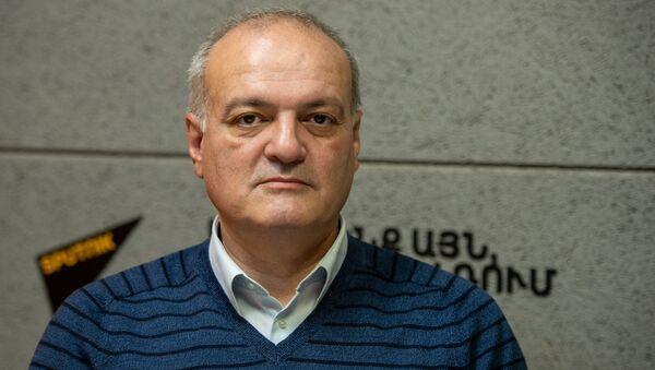 Политолог Виген Акопян в гостях радио Sputnik - Sputnik Արմենիա