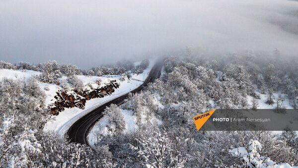 Горная дорога в Сюникской области Армении - Sputnik Արմենիա