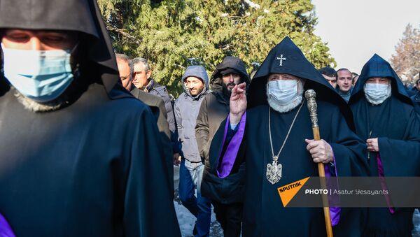 Католикос Гарегин II на акции в поддержку ААЦ под девизом Решительно встанем на защиту нашей церкви (27 декабря 2020). Эчмиадзин - Sputnik Արմենիա