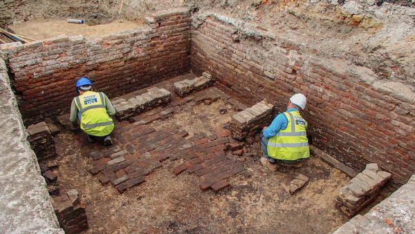 Археологические раскопки раннего театра в Лондоне  - Sputnik Армения