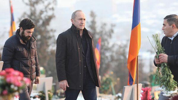 Роберт Кочарян в пантеоне Ераблур (30 декабря 2020). Еревaн - Sputnik Армения