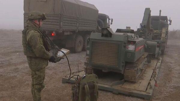 Инженерные подразделения российских миротворческих сил проводят разминирование Степанакерта (5 января 2021). Карабах - Sputnik Արմենիա