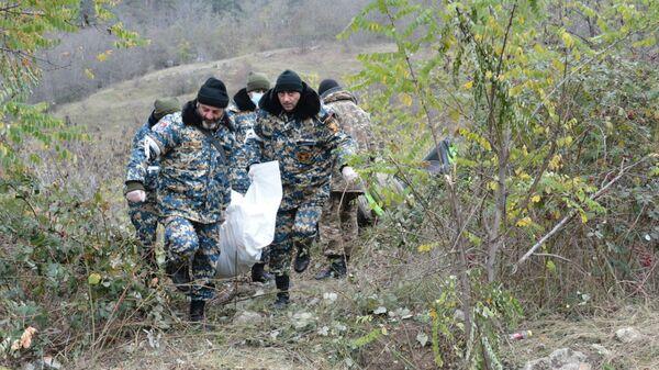 Спасательные отряды госслужбы по ЧС НКР продолжают поисково-спасательные работы на подконтрольных противнику территориях (5 января 2021). Карабах - Sputnik Արմենիա