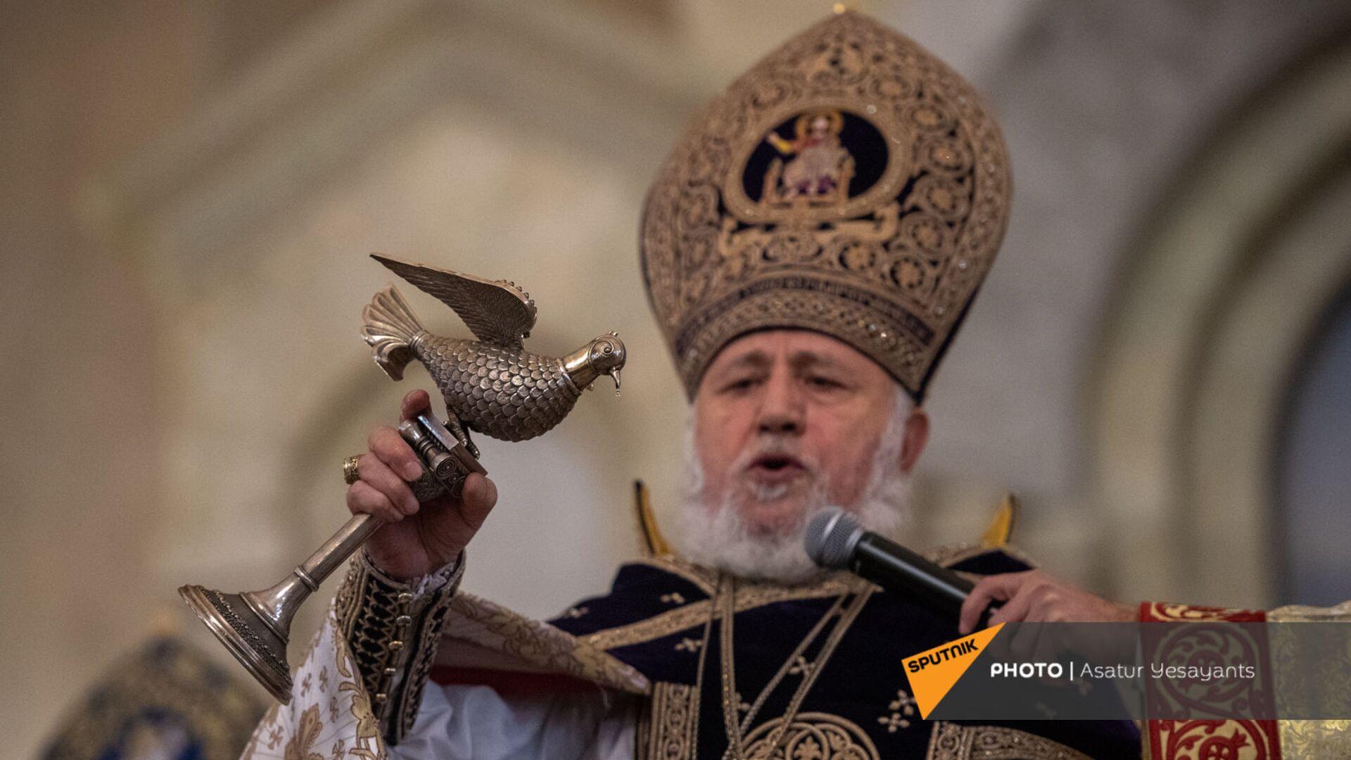 Рождественская литургия в соборе Святого Григория Просветителя (6 января 2021). Еревaн - Sputnik Армения, 1920, 27.09.2021