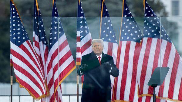 Действующий президент США Дональд Трамп выступает перед сторонниками возле Белого дома (6 января 2021). Вашингтон - Sputnik Армения