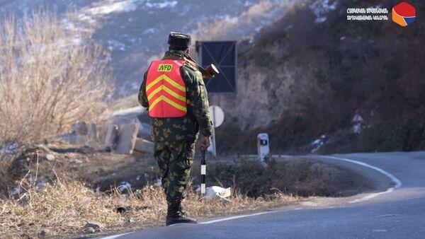 Российские пограничники обеспечивают безопасность 21-километрового участка трассы Горис-Капан, проходящего через спорную территорию - Sputnik Армения
