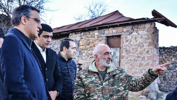 Омбудсмен Арман Татоян во время рабочего визита в Сюникскую область (8 января 2021). Сюник - Sputnik Армения