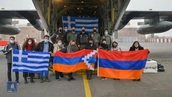 Второй самолет с гуманитарной помощью прибыл в Армению из Греции (9 января 2021). Еревaн - Sputnik Армения