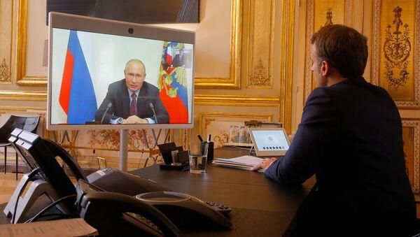 Видеоконференция президентов России и  Франции Владимира Путина и Эммануэля Макрона (26 июня 2020). Париж - Sputnik Армения