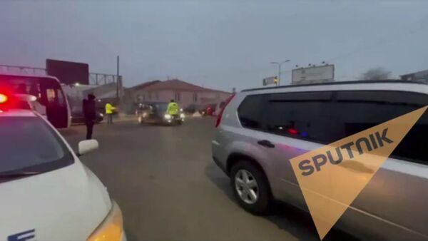 Оппозиция перекрыла дорогу в аэропорт - Sputnik Армения