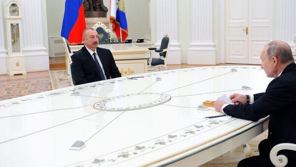 Президенты РФ и Азербайджана Владимир Путин и Ильхам Алиев (слева) перед началом трёхсторонних переговоров по поводу ситуации в Нагорном Карабахе (11 января 2021). Москва - Sputnik Армения