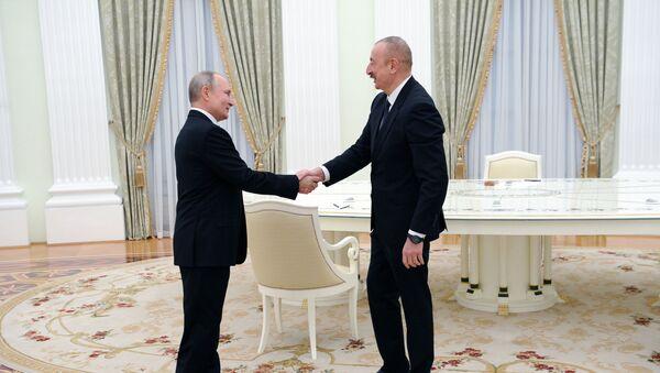 Президенты РФ и Азербайджана Владимир Путин и Ильхам Алиев (справа) перед началом трёхсторонних переговоров по поводу ситуации в Нагорном Карабахе (11 января 2021). Москва - Sputnik Армения