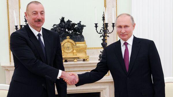 Президенты РФ и Азербайджана Владимир Путин и Ильхам Алиев (слева) во время переговоров (11 января 2021). Москва - Sputnik Армения