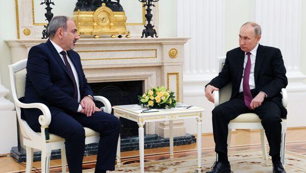 Премьер-министр Армении Никол  Пашинян и президент РФ Владимир Путин во время переговоров (11 января 2021). Москва - Sputnik Армения