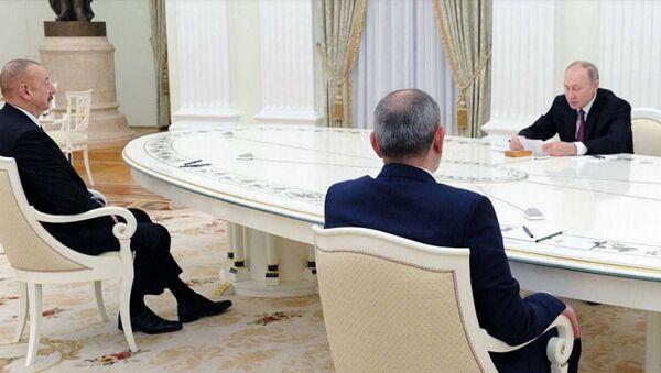 Владимир Путин проводит переговоры с Николом Пашиняном и Ильхамом Алиевым - Sputnik Армения