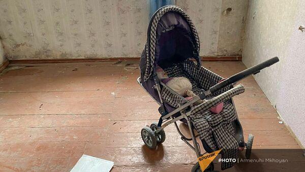 Детская коляска в квартире семьи Аветисянов, убитых 6 лет назад (12 января 2021). Гюмри - Sputnik Արմենիա
