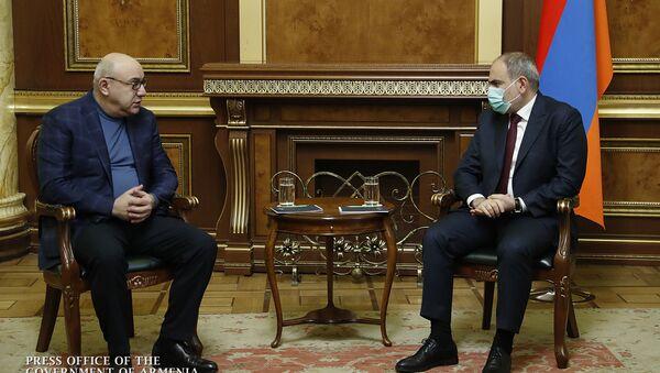 Премьер-министр Никол Пашинян встретился с председателем Объединенной лейбористской партии Гургеном Арсеняном (14 января 2021). Еревaн - Sputnik Արմենիա