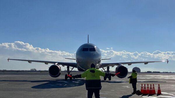Самолет авиакомпании Россия в аэропорту Звартноц (15 января 2021). Еревaн - Sputnik Армения