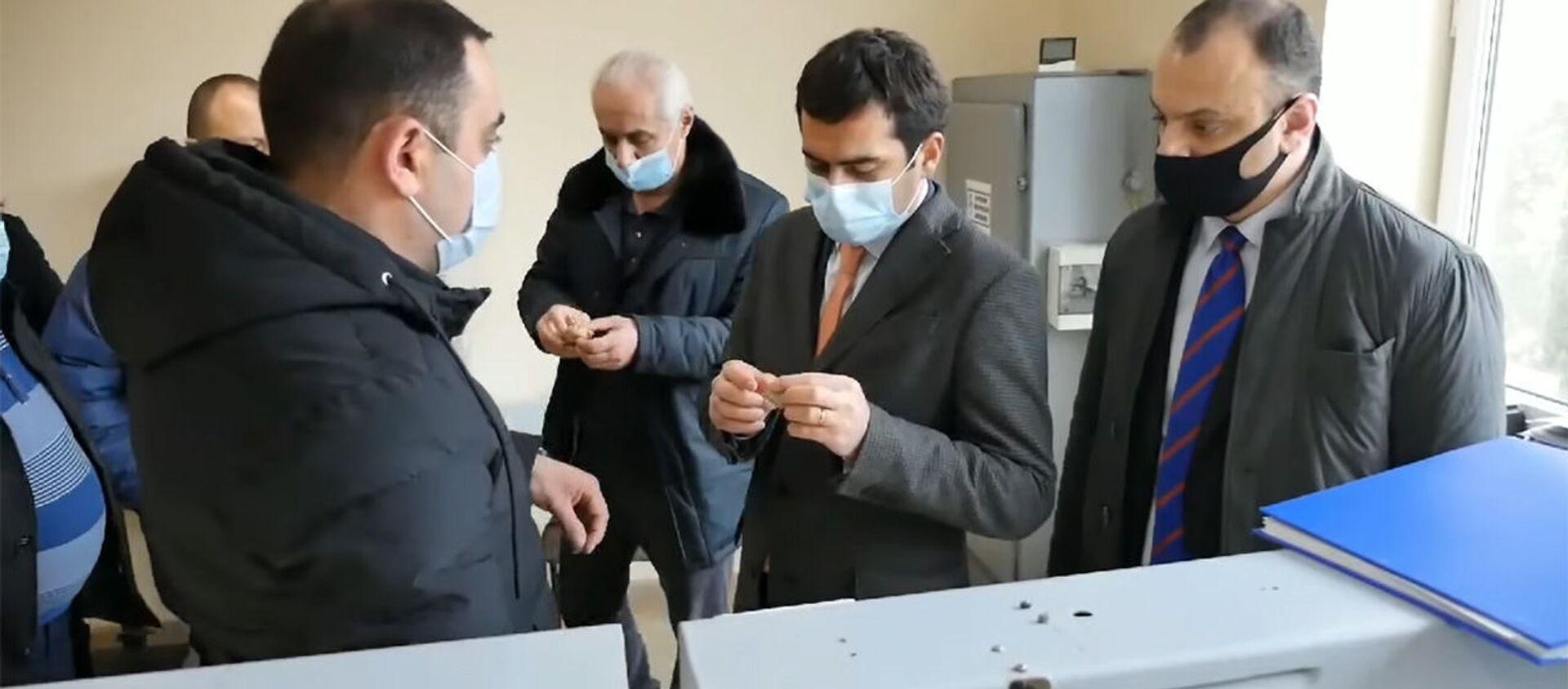 Министр высокотехнологической промышленности Акоп Аршакян посетил Эчмиадзинский приборостроительный завод (17 января 2021). Эчмиадзин - Sputnik Армения, 1920, 26.02.2021